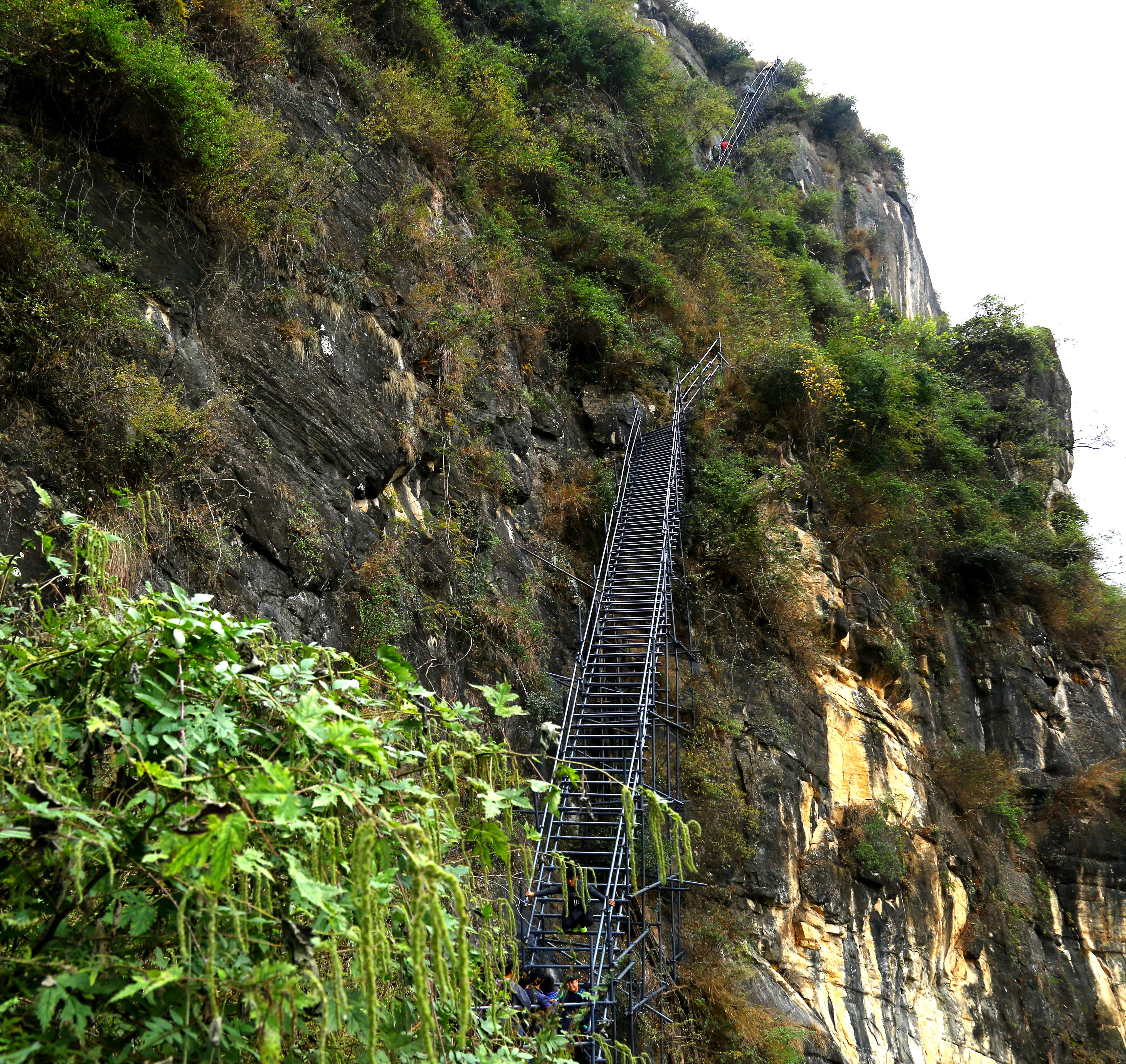 悬崖峭壁上的村庄