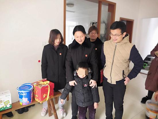 cq9电子游戏官网:高淳法院少家庭春节前回访单亲儿童